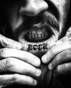 Фото тату на губе рок