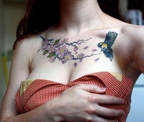 природная татуировка для груди