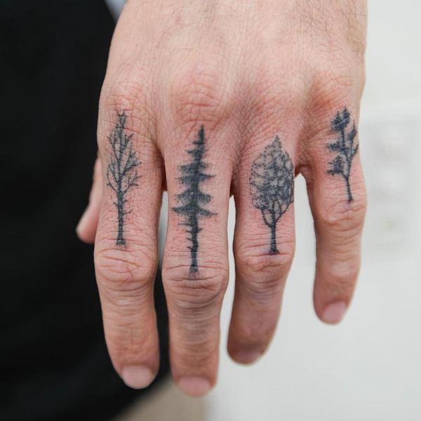 татуировки деревьев на пальцах