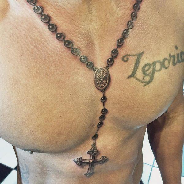 Настоящая христианская татуировка на шее