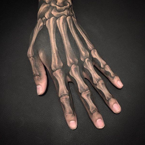 скелет на пальцах руки