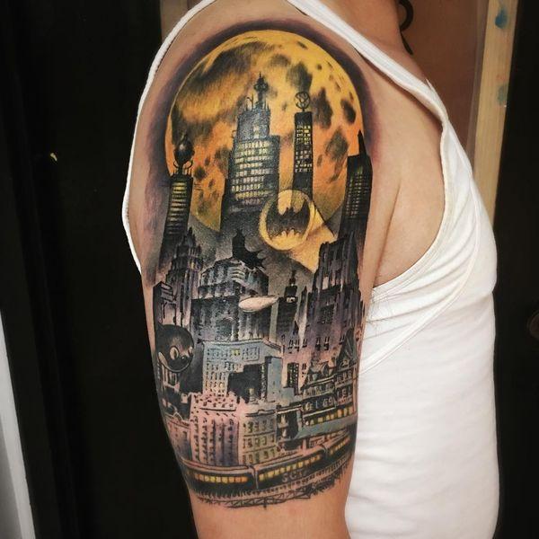 Сигнал татуировки Бэтмена на рукаве