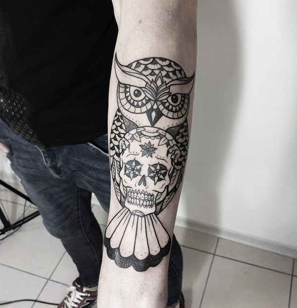 День мертвой татуировки черепа на предплечье