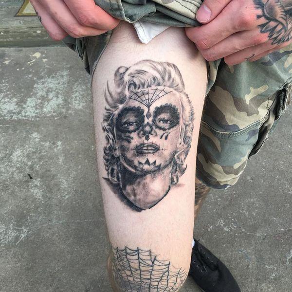 Мэрилин Монро татуировка сахарного черепа для парней