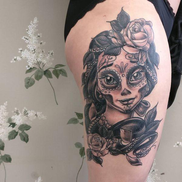 Красивая испанская татуировка черепа для женщин