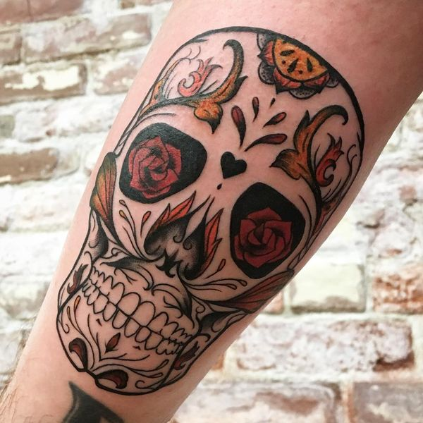 Сахарная татуировка предплечья черепа