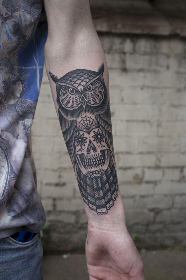 Сахарный череп с татуировкой черно-серый с совой