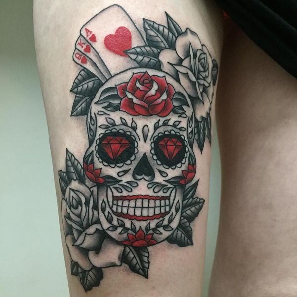 Сахарный череп с розами на ноге