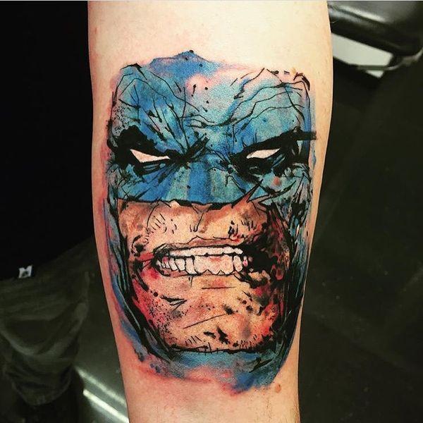 Агрессивная татуировка Бэтмена для мужчин на предплечье