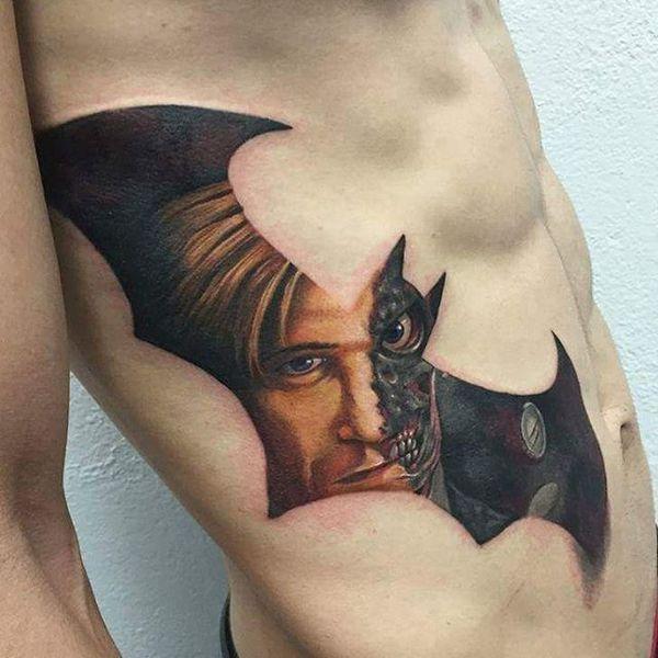 Удивительная татуировка ребер Бэтмена для парней