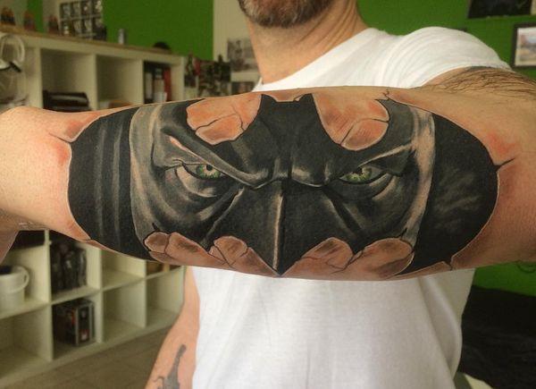 Потрясающая татуировка Бэтмена на руке