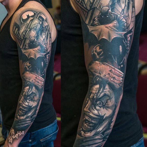 Потрясающая черно-серая татуировка с рукавом Бэтмена