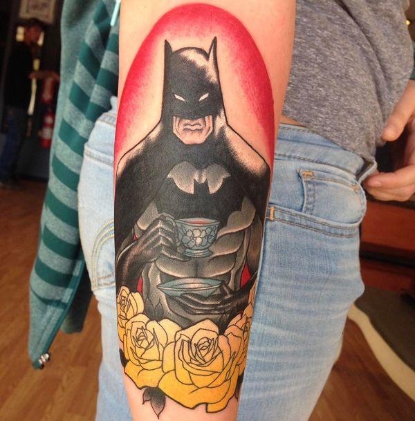 Симпатичная татуировка Бэтмена для девочек на предплечье