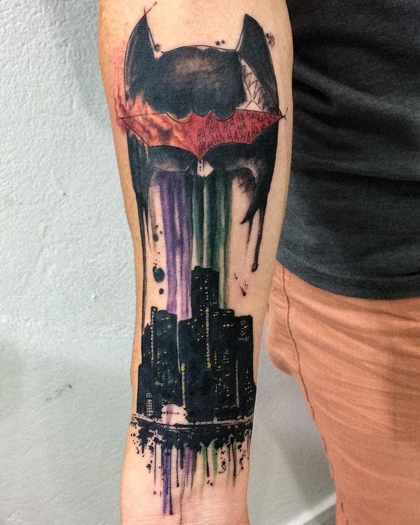 Великолепная маска Бэтмена на татуировке предплечья