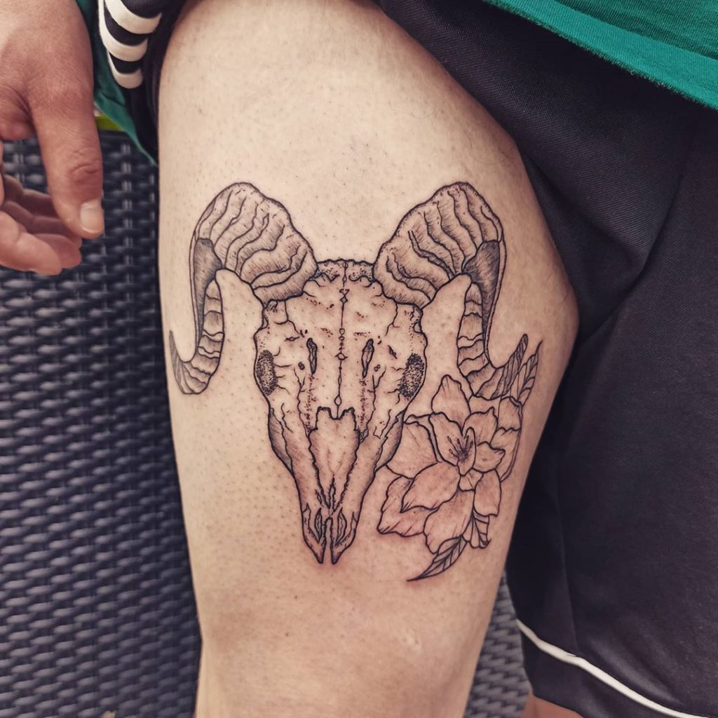 такой тату фото овен с крыльями спортсменов