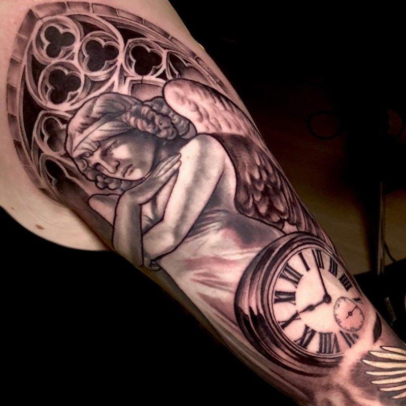 татуировка ангел с часами