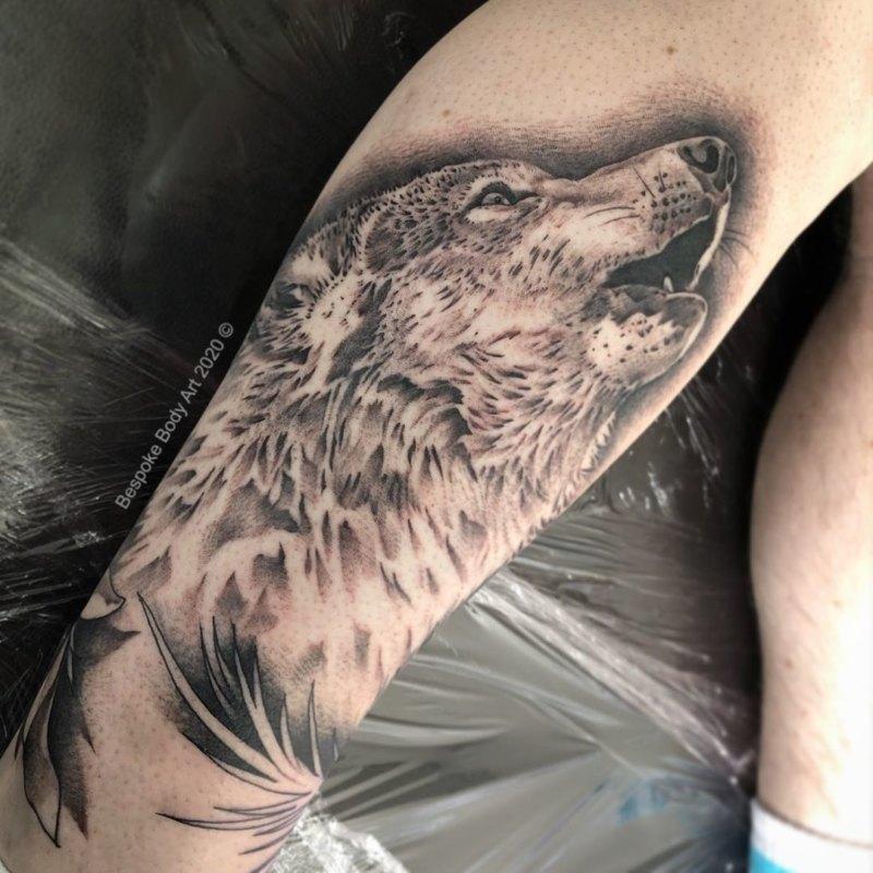 Татуировка воющего волка