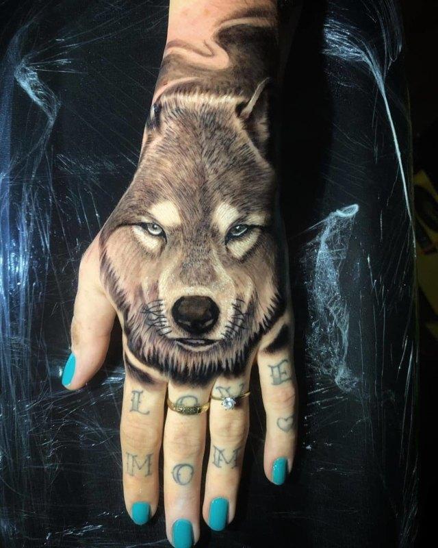 волк в реализме на кулаке