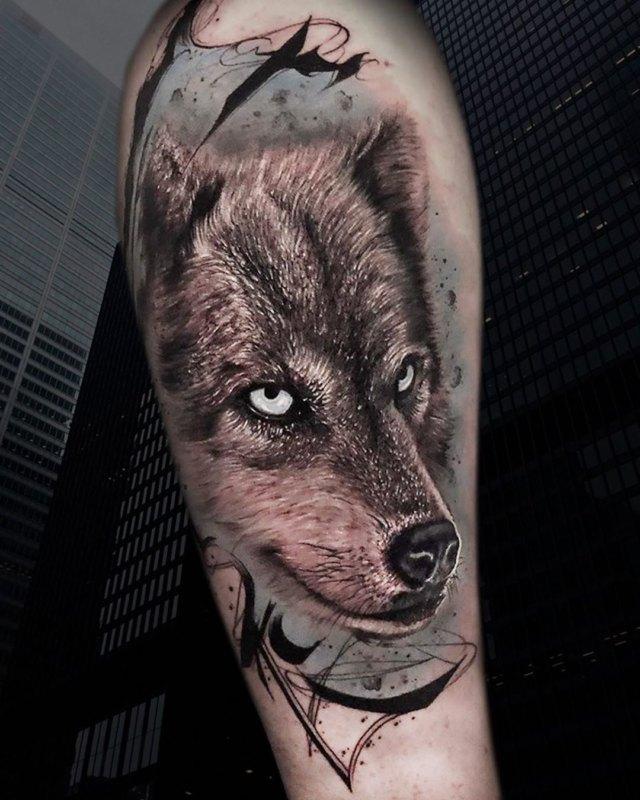 Тату волка в реалистичном стиле