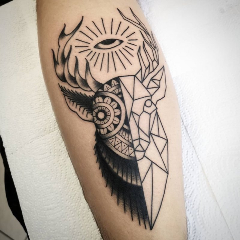 Татуировка оленя в стиле геометрия