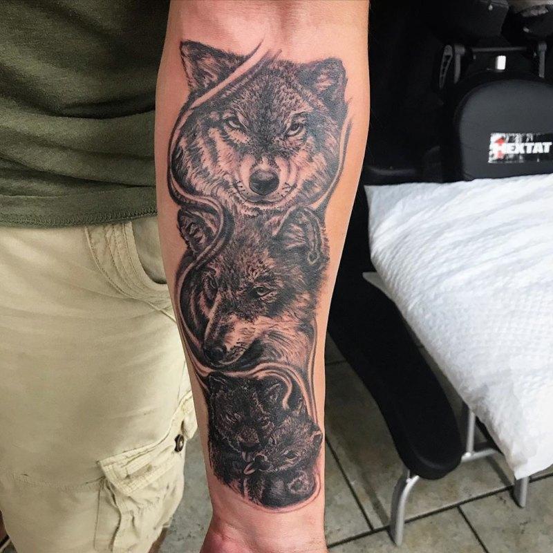 4 волка - семья