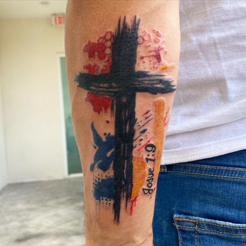 тату крест в акварельном стиле