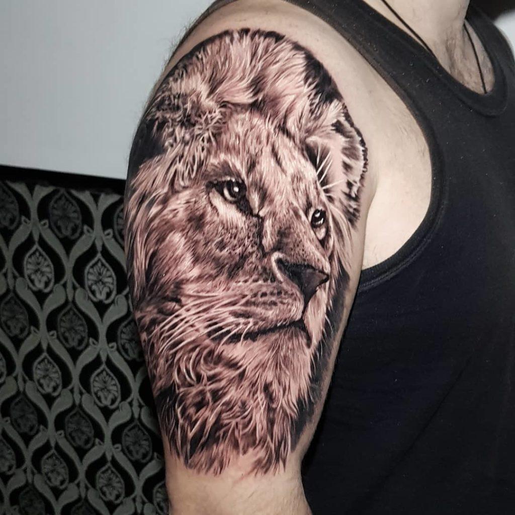 татуировка головы льва