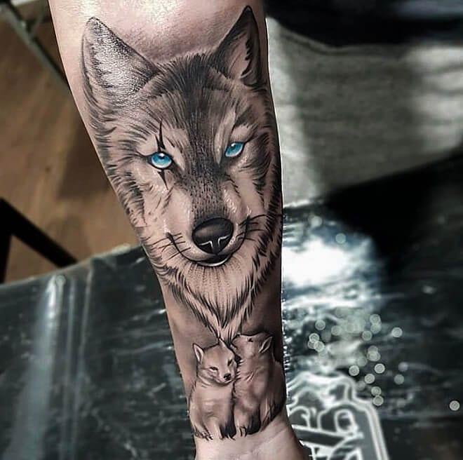тату волк с волчатами