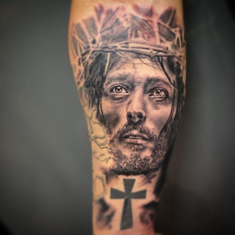 Иисус с крестом