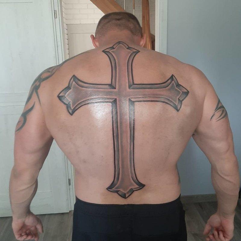 Татуировка креста на всю спину