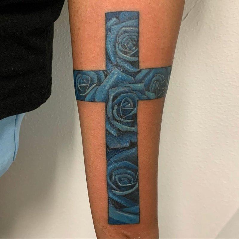 Крест с голубыми цветами