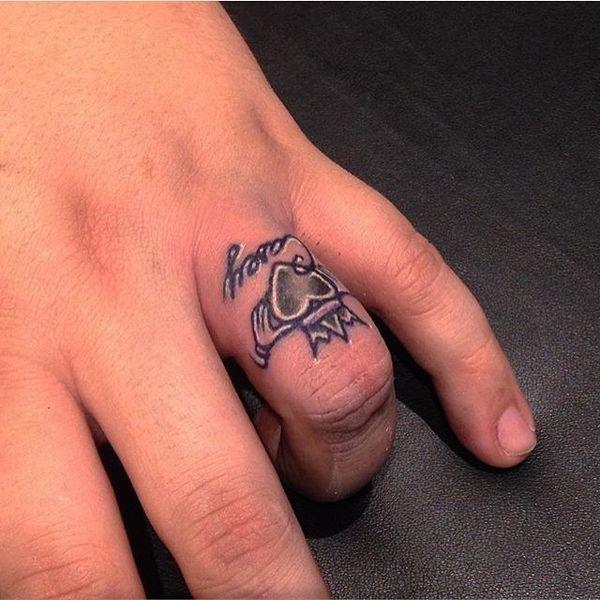 Традиционный ирландский дизайн-татуировка кольца на пальце