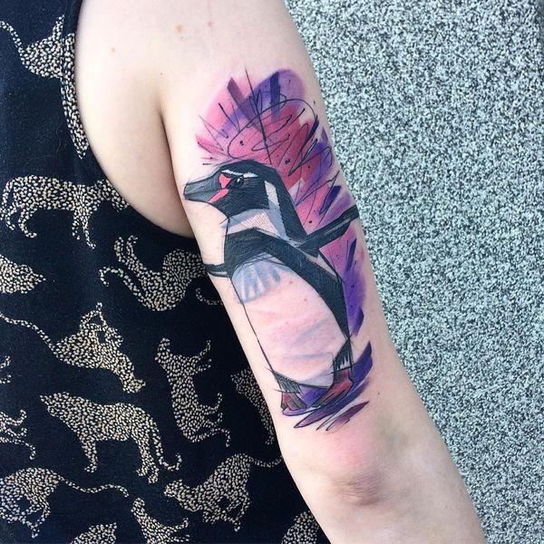 Идея татуировки пингвина в стиле эскиза