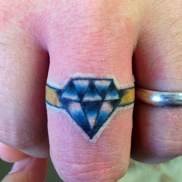 Гламурное тату с бриллиантовым кольцом