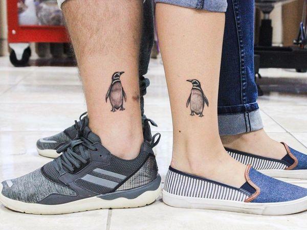 Соответствующая татуировка пингвина для пар