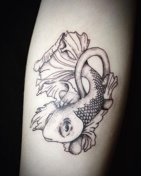 Привлекательная татуировка «Анкх» за рыбой