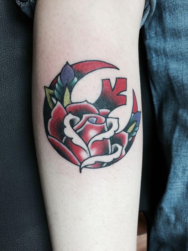 Удивительный символ Звездных войн и тату с цветами