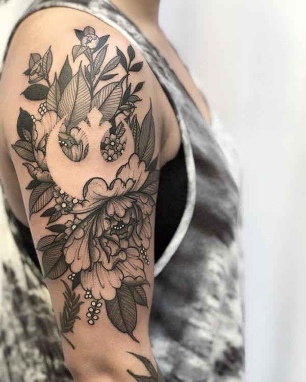Женское тату с символом Звездных войн