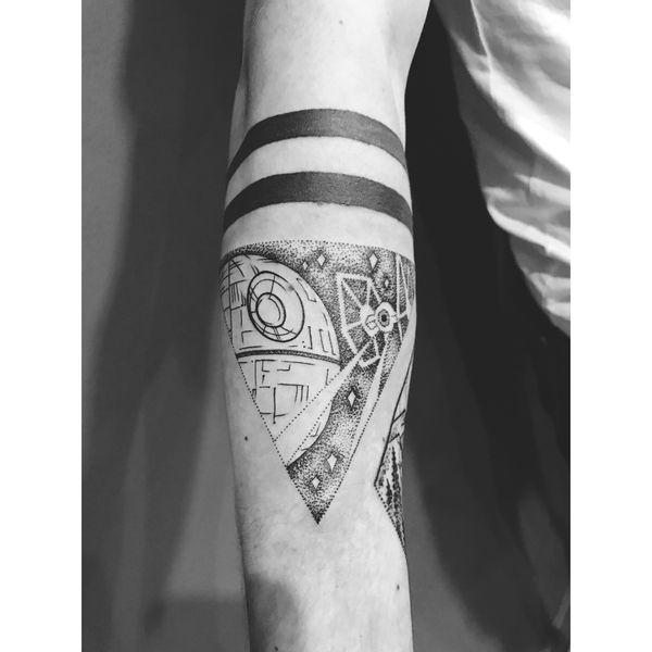 Феноменальный Dotwork TIE Fighter и татуировка Звезды Смерти