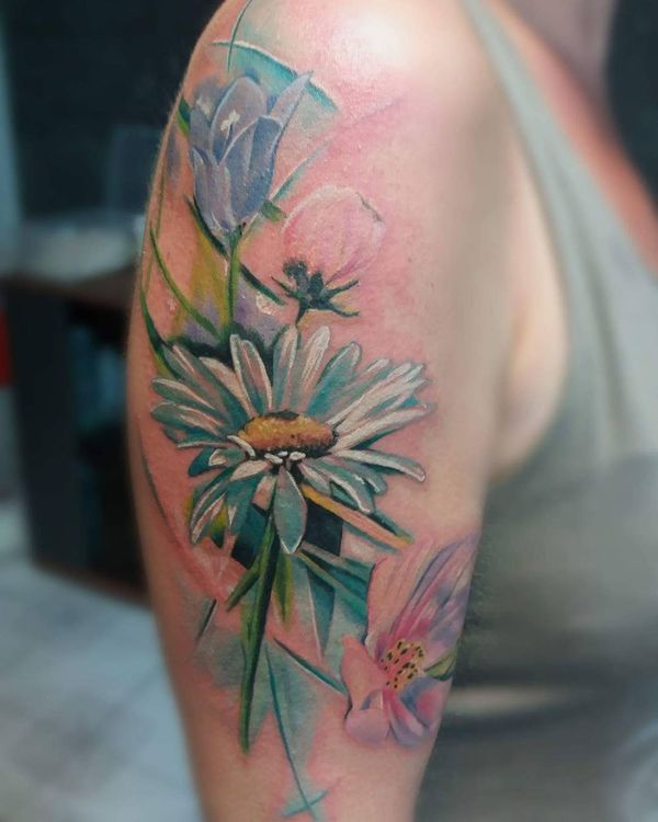 Татуировка рукава ромашки для женщины