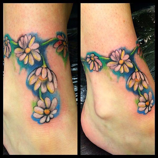 Татуировка с цепочкой вокруг лодыжки