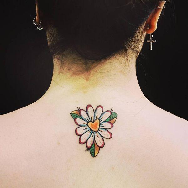 Простая татуировка верхней части спины