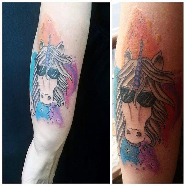 Шикарная татуировка парня-единорога на руке