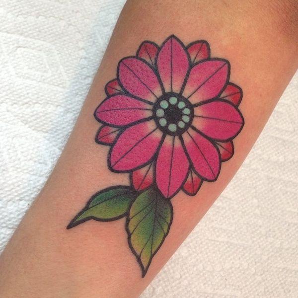 Традиционная татуировка на предплечье