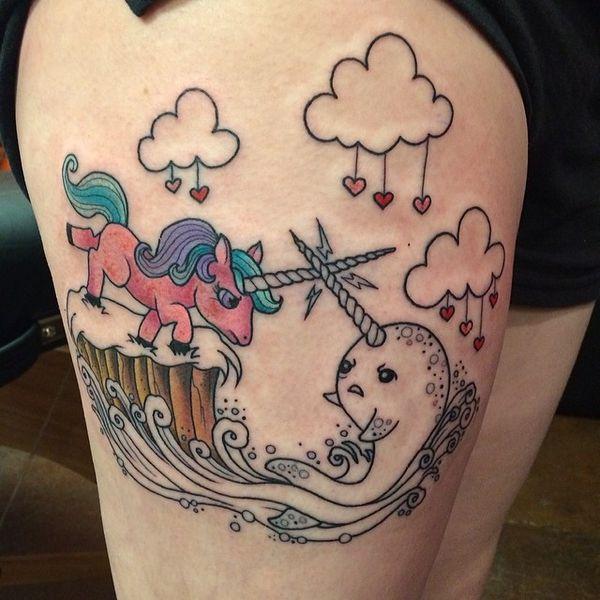 Единорог против дельфина в одной татуировке