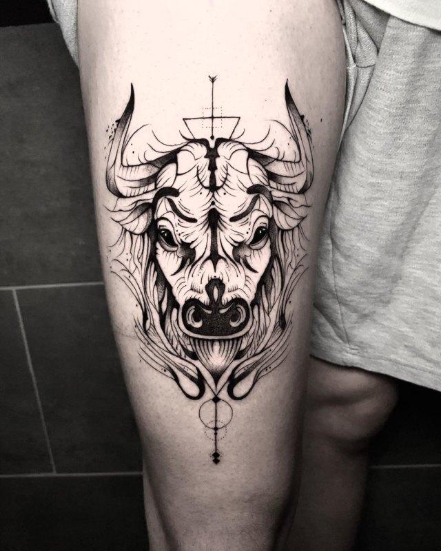 Голова быка на ноге