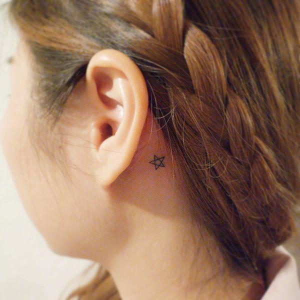 Маленькая Звездная Татуировка За Ушом