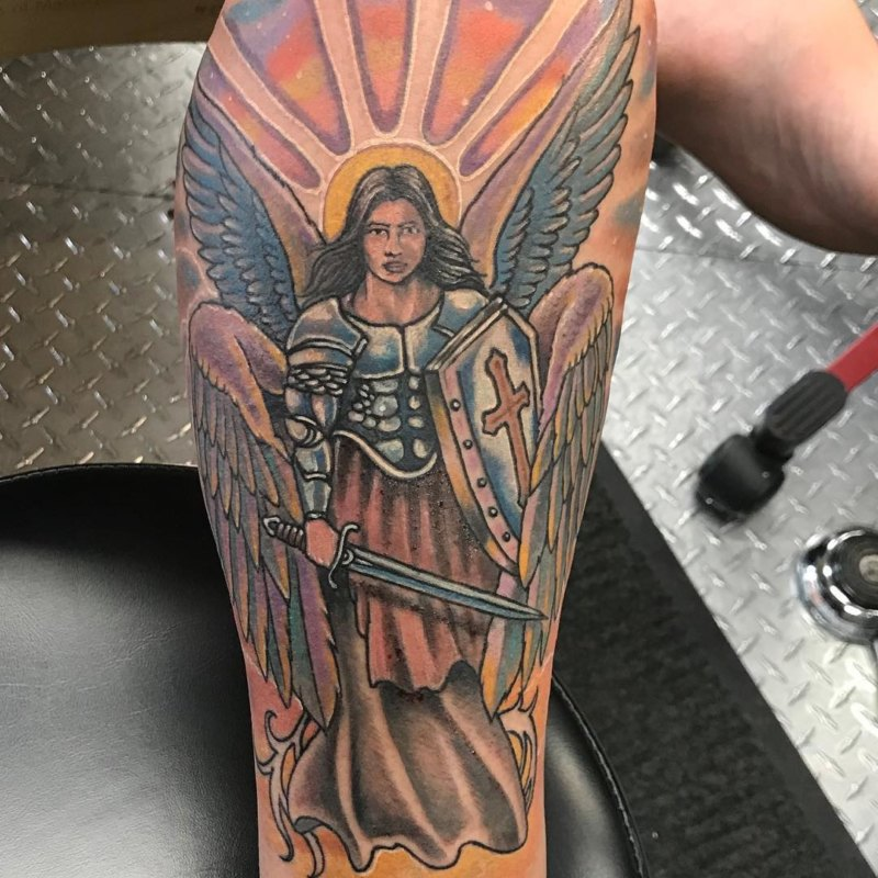 Татуировка со знаком Святого Майклза на ноге