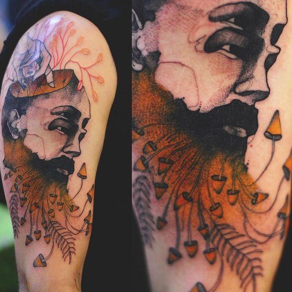 Татуировка у парня на плече