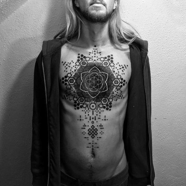 Отличная идея геометрической татуировки для парней